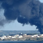Une cuve de Berre en flammes (Photo AFP)