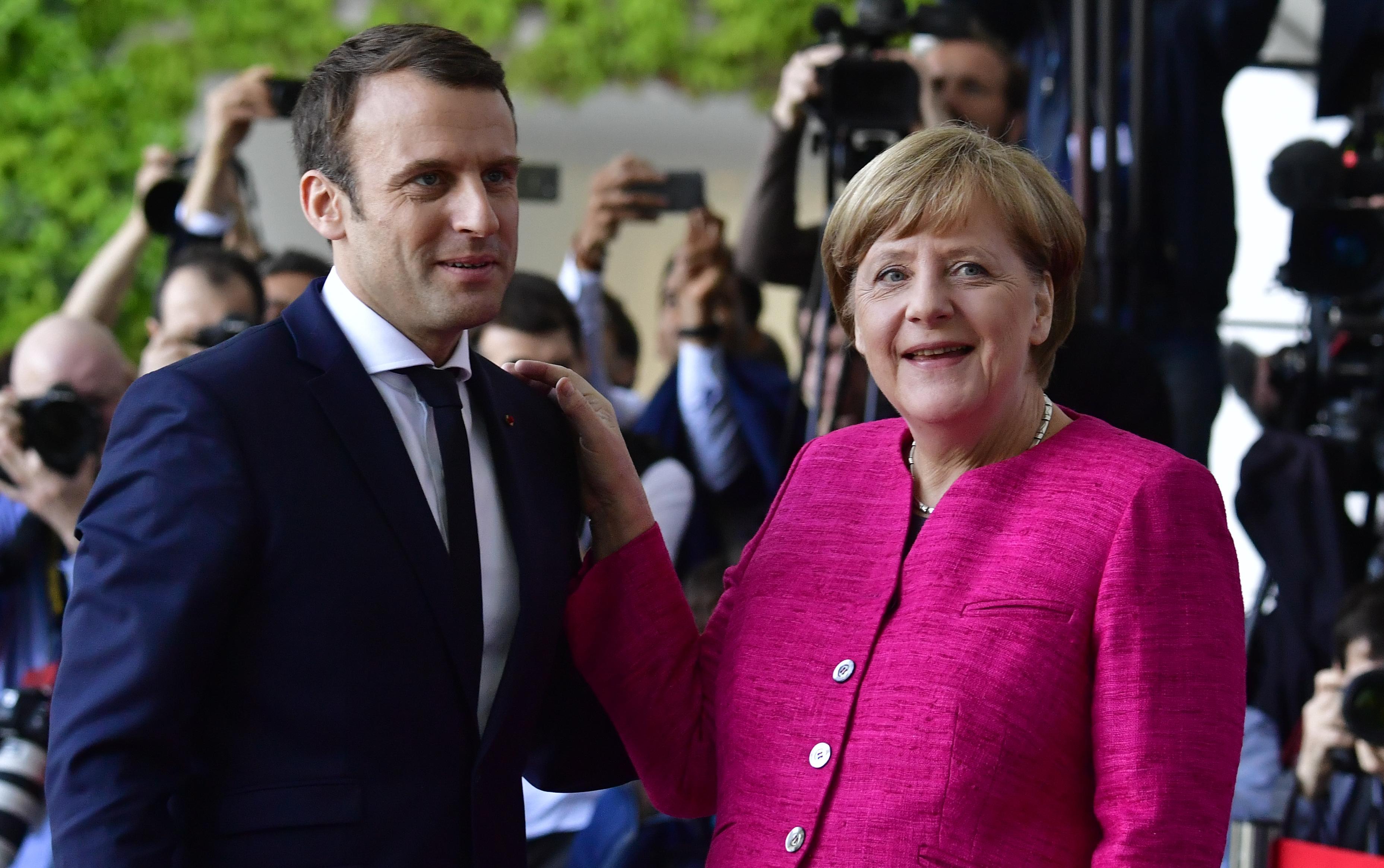 Macron plaide pour une